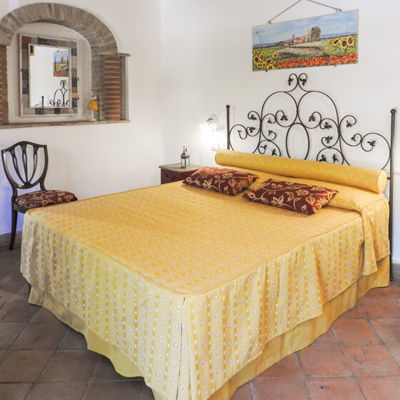 Bed and breakfast in Tuscany with three independent double bedrooms